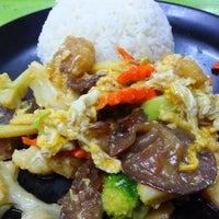 Photo taken at ร้านอาหารตามส่ัง พ่ีแหม่ม พ่ีดิศ by Sev S. on 4/1/2013