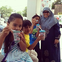 Photo taken at Rita's Italian Ice by Narita Y. on 8/13/2014