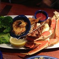 Photo taken at Red Lobster by Vinícius T. on 1/2/2013