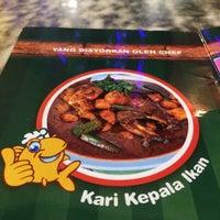 Photo taken at Restoran Kari Kepala Ikan SG by ulfa 2. on 8/29/2016