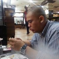 Photo taken at Bintang Sidewalk Cafe by Royhisham on 3/4/2016