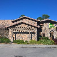 Photo taken at Olive Garden by Wesley S. on 10/30/2014