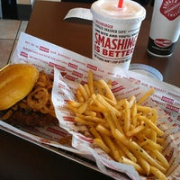 Photo taken at Smashburger by Marion Regine R. on 2/12/2013