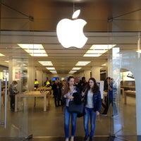 Photo taken at Apple La Maquinista by Syafiq R. on 3/18/2013