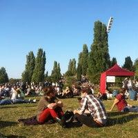 Das Foto wurde bei Flohmarkt am Mauerpark von Francisco P. am 9/16/2012 aufgenommen