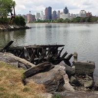 Das Foto wurde bei Socrates Sculpture Park von Sam B. am 7/27/2013 aufgenommen