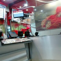 Photo taken at PHD (Pizza Hut Delivery) by Gilar G. on 3/30/2013
