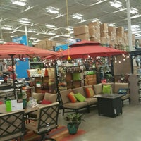 Photo taken at Lowe's Home Improvement by Caesar S. on 3/24/2016
