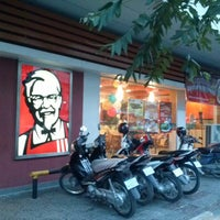 Photo taken at KFC by Esty Maulidyasti F. on 11/9/2012