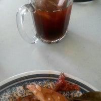 Photo taken at Restoran Hassan Ayam Kampung by Ann2 A. on 4/16/2016