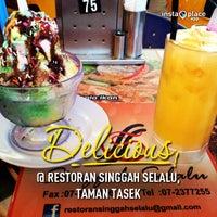 Photo taken at Restoran Singgah Selalu by Khairul N. on 1/28/2013