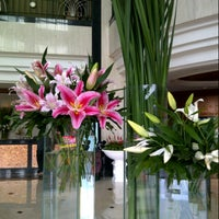 Photo taken at Menara Peninsula Hotel Jakarta by Ovie S. on 11/17/2012