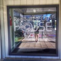 Das Foto wurde bei Red Bull Media House von Seth H. am 3/20/2014 aufgenommen