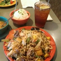 Photo taken at HuHot Mongolian Grill by DJ Quick on 9/30/2012