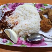 Photo taken at ARS Nasi Lemak Restaurant by Rosni R. on 2/28/2014