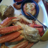 Photo taken at Red Lobster by Tabi L. on 12/29/2012