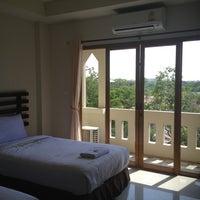 Photo taken at Amorn Sukhothai Hotel by ขวัญ ขวัญ น. on 11/3/2012