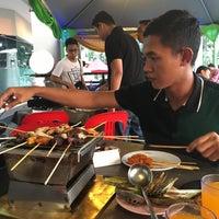 Photo taken at D'Kayangan Buffet Steamboat by Wan nurshela on 7/4/2016