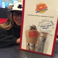Photo taken at Johnny Rockets by Beth R. on 5/1/2016
