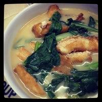 Photo taken at 香港街珍达记 (XO Crab Bee Hoon) by Karen W. on 10/20/2012