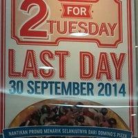 Photo taken at Domino's Pizza by Arimbhawa Yasa on 9/26/2014