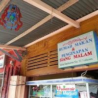 Photo taken at Rumah makan Siang Malam by Lisa L. on 1/20/2014