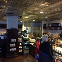 Foto tirada no(a) Starbucks por Pit G. em 3/15/2014