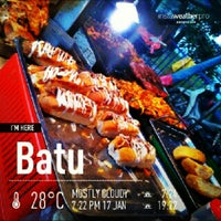 Photo taken at Pasar Malam Jalan Kuching by Hazwan H. on 1/17/2013