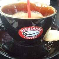 Photo taken at Highlands Coffee by Steven T. on 12/23/2012