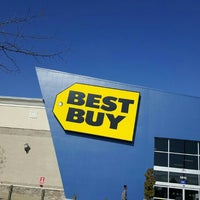Photo taken at Best Buy by Fitz D. on 2/18/2016