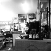 Photo taken at Coffee Tour by JoongBeom A. on 10/22/2012