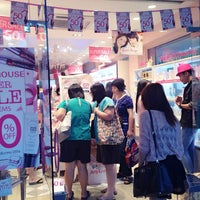 Photo taken at Etude House by Khao-fang on 12/10/2013
