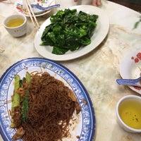 Photo taken at Restoran Siow Tiow by Alvin Y. on 4/4/2014