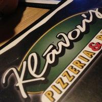 Photo taken at Klávon's Pizzeria & Pub by Rachel B. on 3/26/2013