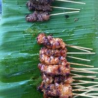 Photo taken at ร้าน. บังหมัด.ไก่ย่าง เนื้อย่าง by Sofia🍒 on 10/6/2012