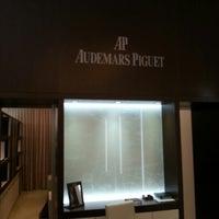 Photo prise au Audemars Piguet Boutique par Mohammed A. le12/13/2012