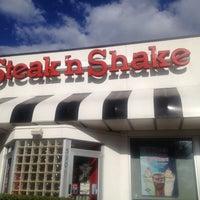 Photo taken at Steak 'n Shake by Mike R. on 9/20/2013