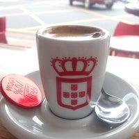 Photo taken at Vida e Caffè by Sebastiaan v. on 9/22/2014