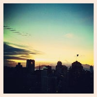 Photo taken at Grandviews Lounge At The Grand Hyatt by Oliver B. on 12/4/2012