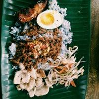 Photo taken at Restoran Nasi Kerabu Golok by Nurul N. on 4/17/2016