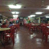 Photo taken at Batu 8 Kapar Seafood by Tetsuo T. on 12/1/2014