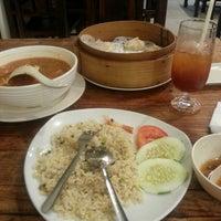 Photo taken at Restoran Dong Yi Shun by Noor H. on 5/8/2014