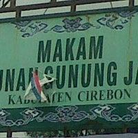Photo taken at Makam Sunan Gunung Jati by Oya D. on 1/19/2014
