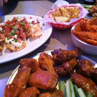 Photo taken at Pluckers Wing Bar by Parina D. on 12/14/2012