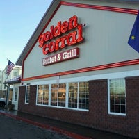 Photo taken at Golden Corral by Dennis B. on 11/19/2012