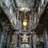 Das Foto wurde bei Asamkirche (St. Johann Nepomuk) von Shiri W. am 10/25/2012 aufgenommen