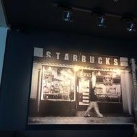 Photo taken at Starbucks by IngenieroDavid on 10/18/2013