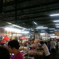 Photo taken at Cecil St. Wet Market & Hawker Stalls (七条路巴刹) by Joanne T. on 4/14/2013