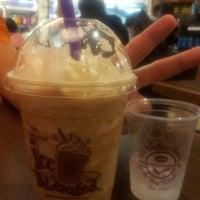 Photo taken at The Coffee Bean & Tea Leaf by Rizal I. on 10/12/2012