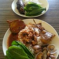 Photo taken at Restoran Minah by Nur A. on 5/13/2016